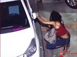Circula video de mujer sustrayendo retrovisores de vehículos