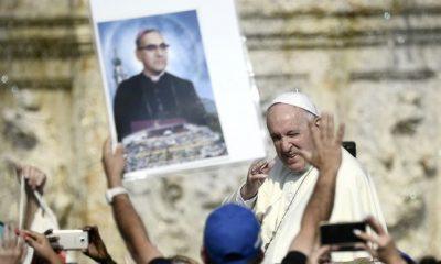 -5bc3b3569900a--5bc3b3569900bEl papa Francisco proclama santo al arzobispo Romero, la voz de los pobres.jpg