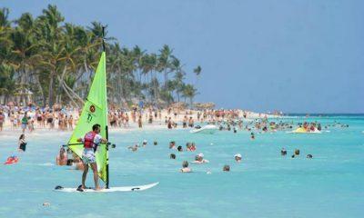 El 57.6% de turistas tiene edad entre 21 a 49 anos