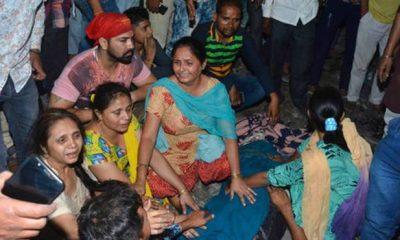 Tren arrolla a multitud en la India y deja 60 muertos