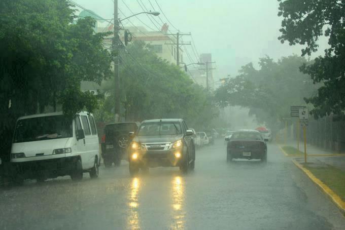 Vigilan zona de aguacero con 70% de convertirse en ciclon tropical; mantienen alerta