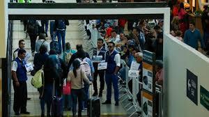 Cae llegada de haitianos a Chile y aumenta la de venezolanos