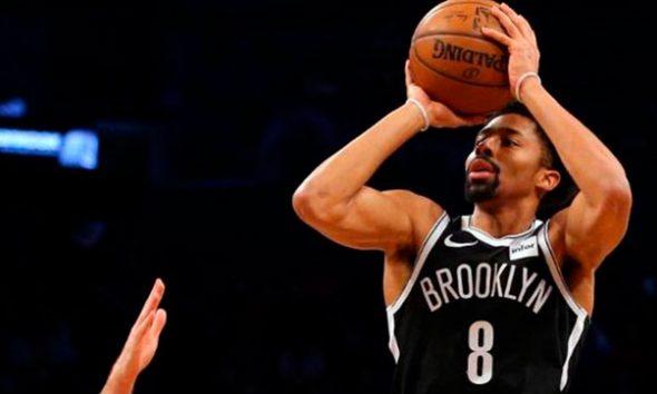 Dinwiddie marca la diferencia a favor de Nets en duelo neoyorquino