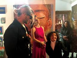 Maluma aparece en galería de arte de Miami para apoyar a su sobrino