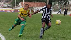 Futbolista propina una brutal patada a un rival en pleno juego