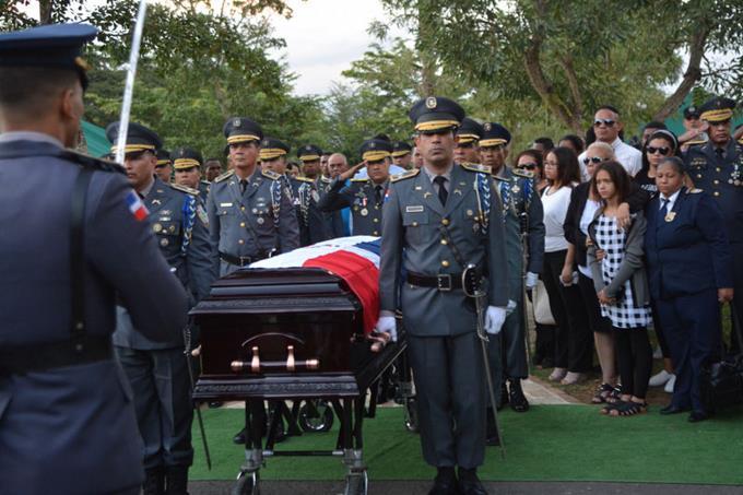 sepultan-con-honores-coronel-asesinado-en-bani