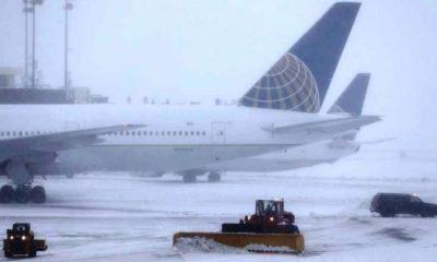 Tres muertos y más de un millar de vuelos cancelados