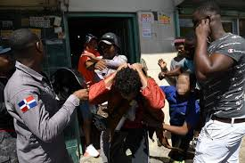 Pareja entra a robar a una pensión del Pequeño Haití y fue encerrada por moradores