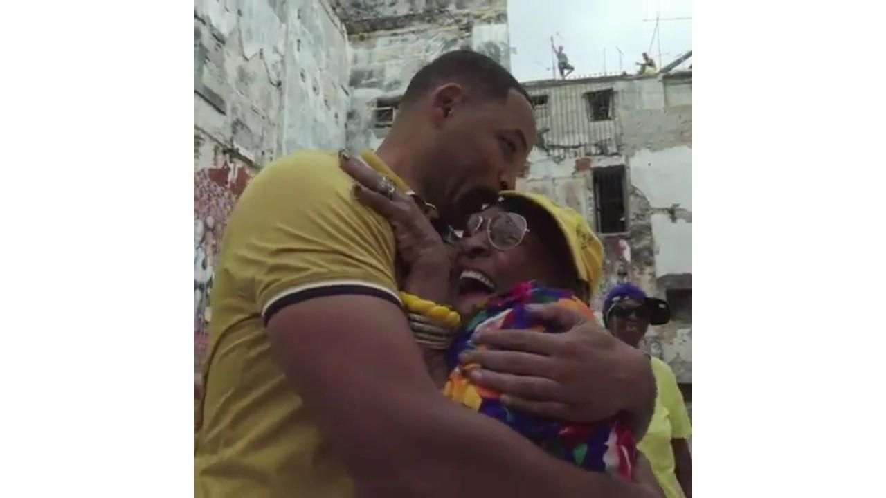 Will Smith baila con varias abuelas raperas en Cuba