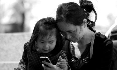 Niña de 2 años queda casi ciega tras exponerse durante un año a la pantalla de un celular
