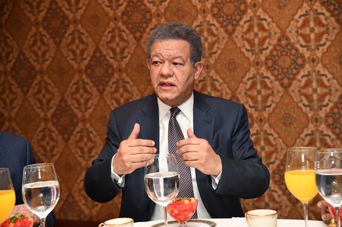 Resultado de imagen para ex presidente Leonel Fernandez durante el desayuno con Listín Diario,