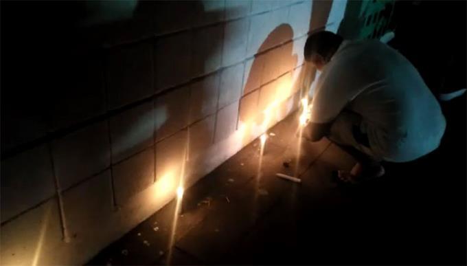 fanaticos-de-las-estrellas-prendieron-velas-anoche-en-repudio-cancelacion-de-fernando-tatis