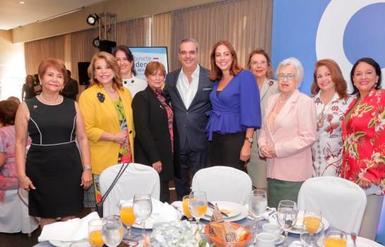 foto-de-luis-en-el-conversatorio-con-directivas-de-la-asociacion-de-mujeres-empresarias-2-1-13116158-20200128171606