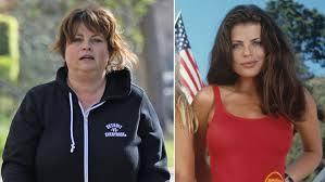 -5e4eb560aab91--5e4eb560aab93Este es el irreconocible aspecto de Yasmine Bleeth de Guardianes de la Bahía, 17 años después de dejar Hollywood.jpg