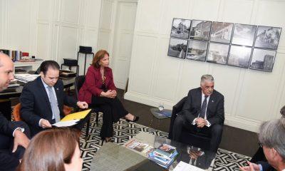 Miguel Vargas trata con el cuerpo diplomático la situación electoral