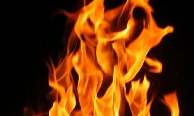 Fuego reduce a cenizas varias viviendas en Los Alcarrizos