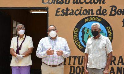 Gobierno entrega sistemas de bombeo a productores de Barahona e Independencia