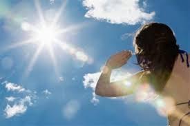 Médico sugiere tomar sol para eliminar virus