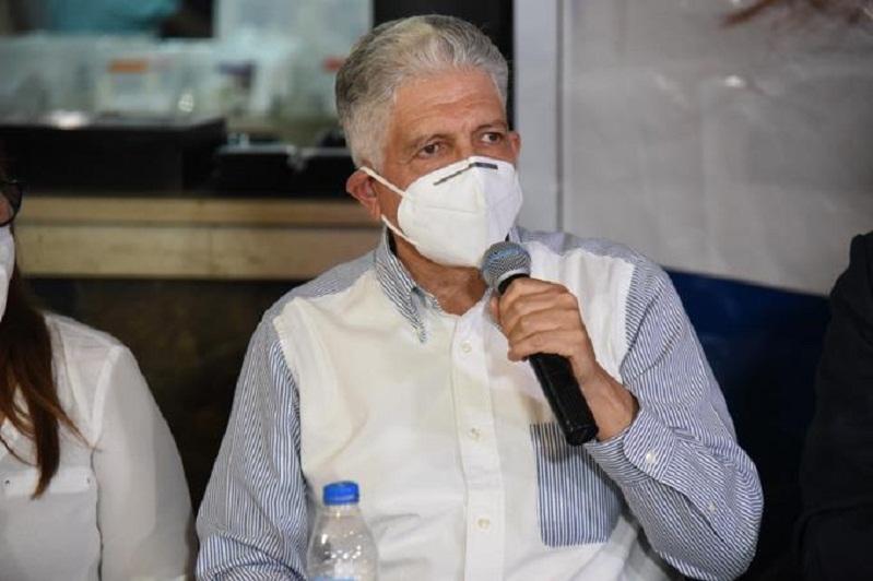 Eduardo Estrella dice no utilizará placa oficial como senador