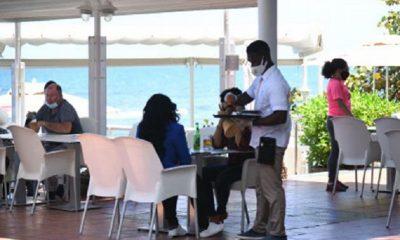 Los restaurantes abren y siguen protocolos de otros países