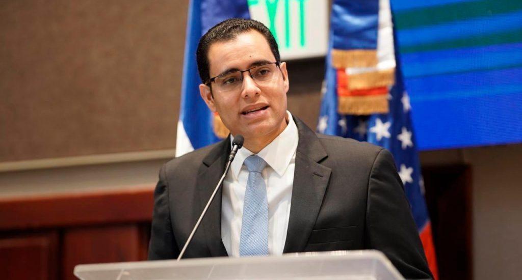 Ministro Economía resalta necesidad toque de queda para evitar crecimiento contagios COVID-19